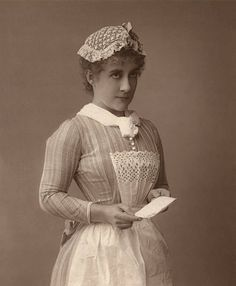 Portrait of an Edwardian era servant or chambermaid; woodburytype, (Photo by GraphicaArtis/Getty Images) Edwardian Era, Edwardian Clothing, Victorian Maid, Victorian Women, A Little Night Music, Ghost Tattoo, Ghost Light, Ghost Decoration, Belle Epoch