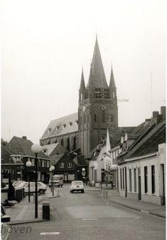 Blaarthemseweg. Op de achtergrond de St. Willibrorduskerk, ca. 1985 Auteur: niet vermeld
