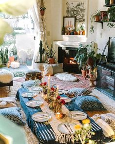Bohemian Home Decor Ideas For A Boho Chic Space These Bohemian decor ideas are a welcoming living and dining room with floor seating.These Bohemian decor ideas are a welcoming living and dining room with floor seating. Boho Bedroom Decor, Living Room Decor, Bohemian Decor, Boho Chic, Bohemian Studio, Bohemian Living Rooms, Bohemian Room, Bohemian House, Decor Room