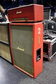 Josh Klinghoffer uses a three-amp setup. The vintage Marshall Major provides the basis for his tone with an emphasis on low-end, the Silvertone is run a bit quieter for midrange, and the Fender Super Six is set even quieter and provides top end. All three amps are on at the same time and the effects are run through all three.