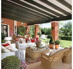 Rustykalny klimat pomógł mu nadać architekt Eduardo Dorissa, znany na Costa del Sol ekspert i twórca luksusowych letnich rezydencji.