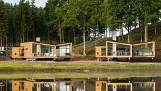 Construcciones junto a un campo de golf, con tres modelos diferentes, levantadas sobre pilotes. Análisis del modelo más pequeño de 70m2 útiles. Casas de madera.