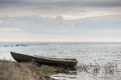 Abandoned Rowboat - Decoration Murale & Papier Peint Photo - Photowall