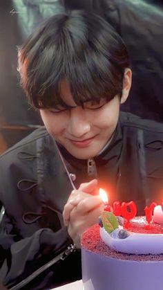 Taehyung Gucci, V Taehyung, Jimin Jungkook, Bts Bangtan Boy, Bts V Birthday, Daegu South Korea, Taehyung Fanart, Bts Playlist, Taekook