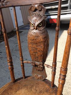Owl chair - That Black Chic: Whooooooo likes Owls? Marionette, Owl Always Love You, Owl Crafts, Wise Owl, Owl Art, Black Forest, Wood Sculpture, Wood Carving, Hand Carved