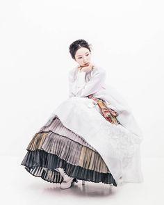 지은이#김복희 한복 풍경한복 @kyulcs for more Korean hanbok.
