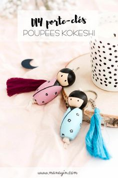 Comment créer une poupée Kokeshi en porte-clé - Manayin Cute Polymer Clay, Clay Dolls, Paper Beads, Origami, Upcycle, Crafts For Kids, Christmas Ornaments, Holiday Decor, Gifts