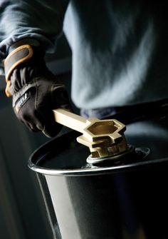Otwieracz wyprodukowany z brązu do bezpiecznego użytku. Nieiskrzący klucz do beczek.