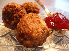 Swedish meatballs recipe. Meatballs from Sweden served with lingonberry-jam, gravy and potatoes. Classic swedish and scandinavian recipe.