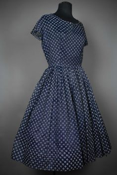 Robe  1950 bleu nuit, imprimé de petites fleurs blanches T 38  modevintage   fullcircle  1950  vtgdress vintage.galerie gmail.com 98dfe9e88dfb