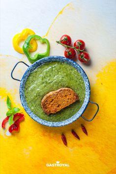 Fokhagymás spenótfőzelék, egyben sült fasírt #food #fooddelivery #gastroyal #spinach #meatloaf