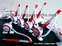 Pen PP Stand 8001: a bipedal pens that can affixed on the table, at the payment counter, or in the bank at the table to write a form of payment. As shown above, a desk pen ordered by PT Tanashin Engineering Indonesia, Bogor East Java Indonesia.