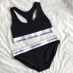 fcf9d13af89da Calvin Klein underwear set Instagram   sarahfennema Roupa Interior