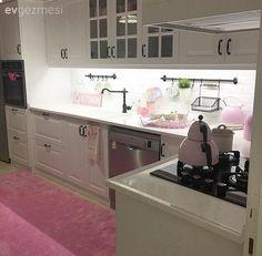 Beyaz mutfak, Country mutfak, Halı, Mutfak, Mutfak aksesuar, Mutfak tadilat, Öncesi /Sonrası, Pembe