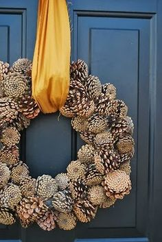 Pine Cone wreathe...great idea for the fall season. Would love this with a beautiful chocolate brown ribbon or burlap.