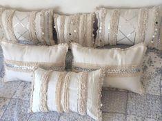 Boho Throw Pillows, Cute Pillows, Diy Pillows, Decorative Pillows, Moroccan Cushions, How To Make Pillows, Cozy Bedroom, Pillow Design, Bed Sheets