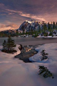 Picture Lake, Mt Shuksan, Washington, USA, on beautiful and magical ! Beautiful World, Beautiful Places, Beautiful Pictures, All Nature, Amazing Nature, Landscape Photography, Nature Photography, Photography Tips, Winter Photography