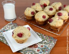 35 of the best homemade muffin recipes, which include chocolate, banana and white chocolate chip muffins, blueberry and white chocolate muffins and spiced apple cider muffins with streusel topping. Pastry Recipes, Muffin Recipes, Cupcake Recipes, Cooking Recipes, Bread Recipes, Raspberry And White Chocolate Muffins, Chocolate Chip Muffins, Chocolate Chips, Breakfast Snacks
