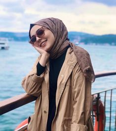 Image may contain: 1 person, ocean, sky, outdoor, water and closeup Stylish Hijab, Modest Fashion Hijab, Casual Hijab Outfit, Hijab Dress, Muslim Fashion, Best Friend Photography, Couple Photography Poses, Hijabi Girl, Girl Hijab