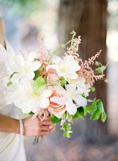 Darling just gave me these beautiful flowers, just like we had at our wedding.............XOXOOXX