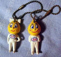 Les porte-clés Esso que nos papas mettaient sur leurs clefs de voiture.