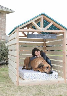 Woodworking How To How to build a DIY doghouse gazebo dogzebo - Learn how to build a stylish outdoor DIY doghouse gazebo for your favorite furry friend using Simpson Strong-Tie products. Building plans by Jen Woodhouse. Build A Dog House, Dog House Plans, Pallet Dog House, House Dog, Dog Yard, Positive Dog Training, Cool Dog Houses, Dog Training Techniques, Backyard Sheds