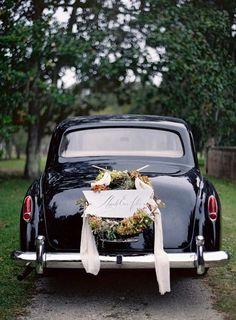 wedding reception vintage car   photo jose villa