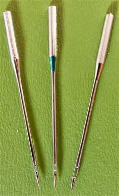 The difference between an universal needle, a quilting needle (sharp point) and a topstitch needle (big eye).