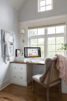 Small Office Built in Desk Paint color is Site White by Sherwin Williams – Home Office Design Layout Home Office Space, Home Office Desks, Home Office Furniture, Office Decor, Office Ideas, Office Table, Office Lounge, Office Designs, Office In Bedroom Ideas