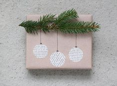 Gift Wrapping Ideas-Christmas DIY Gift wrap - Gift World and Gift Box Looking for gifts that exceed the expected? Explore all of these associate-lists, look for the detects & achieve the joy. Beautiful & super easy DIY Christmas gift wrapping ideas, using Diy Gift Wrapping Tutorial, Creative Gift Wrapping, Creative Gifts, Wrapping Gifts, Gift Wrap Diy, Creative Christmas Gifts, Wrapping Papers, Brown Paper Wrapping, Diy Christmas Presents
