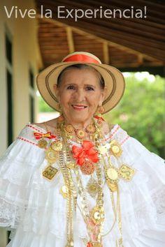 vivelaexperience.wordpress.com #vivelaexperiencia #trajeTipicoPanameño #pollera #Panama