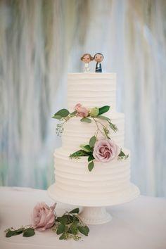 Elegant three tier wedding cake: Photography: Benjamin Clifford - benjamincliffordphotography.com   Read More on SMP: http://www.stylemepretty.com/2016/08/24/romantic-portland-oregon-wedding-intimate-ceremony/