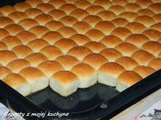 Mini-Buchteln mit Vanillesoße My favorite food from childhood. Small Desserts, Mini Desserts, Delicious Desserts, Dessert Oreo, Czech Recipes, Hot Dog Buns, Sweet Recipes, Baking Recipes, Bakery