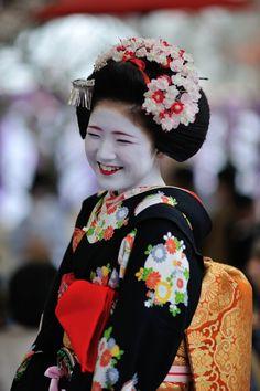 Baikasai 2014: sweet maiko Katsuna and her bright smile