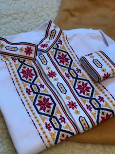 Embroidery Stitches, Embroidery Patterns, Sewing Patterns, Cross Stitch Borders, Cross Stitch Patterns, African Shirts For Men, Baby Girl Bedding, Sewing Techniques, Blouse Designs