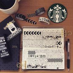 おはようございます。枠を描いた後に自分の考えていることをダーーーッと書きます。国語が苦手な私でも意外と書けます(笑) #ほぼ日#ほぼ日手帳#ほぼ日手帳2016#ほぼ日手帳weeks#手帳#手帳時間#coffee#珈琲#モノトーン#マステ#マスキングテープ#うちカフェノート部#うちカフェ#スタバ