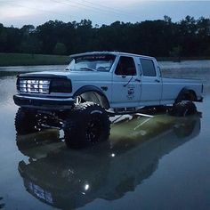 Not really a mudder - yet an extreme case of what a lifted truck - a Ford in this case can do in adverse situations Big Ford Trucks, Custom Pickup Trucks, Classic Pickup Trucks, Old Pickup Trucks, Diesel Trucks, Cool Trucks, Ford Diesel, Lifted Cars, Off Road