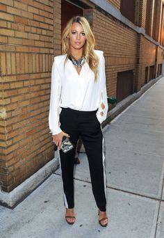 Blake Lively: looks street style modelo bicolor Style Work, Mode Style, Style Me, Style Blog, Looks Street Style, Looks Style, Look Fashion, Fashion Beauty, Womens Fashion