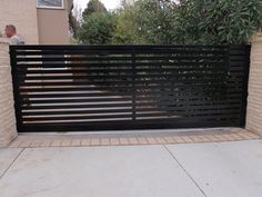 10 Ingenious Cool Tips: Natural Fence Bamboo folding fence gate.Backyard Fence Tutorials old fence how to build.Cheap Fence How To Build. Front Gates, Front Yard Fence, Farm Fence, Backyard Fences, Entrance Gates, Pool Fence, Modern Driveway, Modern Fence, Home Fencing