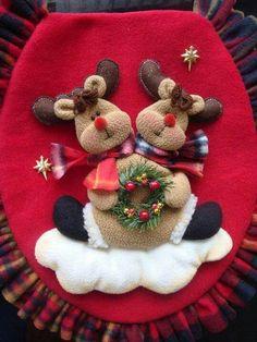 Sed de bano de navidad Christmas Fashion, Felt Christmas, Christmas Home, Christmas Stockings, Christmas Holidays, Christmas Wreaths, Christmas Crafts, Christmas Decorations, Christmas Ornaments