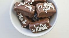 Kombinasjonen av frisk kokossmak og sjokolade slår aldri feil. Gjenskap den verdensberømte sjokoladen hjemme.