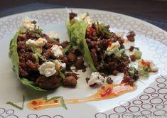 Mit Hackfleisch gefüllte Salatblätter