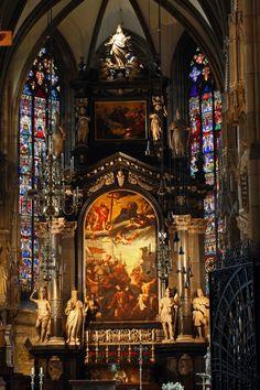 Stephensondom - St. Stephen's Cathedral, Vienna Cathedral Architecture, Baroque Architecture, Beautiful Architecture, Beautiful Buildings, Modern Buildings, Modern Architecture, St Stephen's Cathedral Vienna, Cathedral Basilica, Cathedral Church