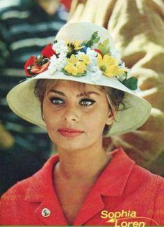 Sophia Loren pictures and photos Cannes Film Festival, Vintage Movie Stars, Sophia Loren Images, Short Film Festivals, Italian Beauty, Italian Style, Judi Dench, World Most Beautiful Woman, Star Wars
