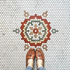 DIY Hexagon or Penny Tile Floor Patterns: Have you tried it! Hex Tile, Hexagon Tiles, Hexagon Quilt, Tiling, Floor Patterns, Mosaic Patterns, Penny Tile Floors, Mosaic Floors, Penny Round Tiles