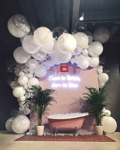 The pink bath! Balloon Installation, Balloon Backdrop, Balloon Decorations, Birthday Decorations, Wedding Decorations, Balloon Party, Event Styling, Diy Party, Holidays And Events
