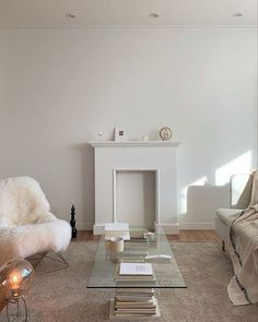 Minimalist Interior Design | #opulentmemory #minimalism #classic #chicinteriors #homedecor Apartment Inspiration, Cheap Home Decor, Cozy House, Home Remodeling, Interior, Home Decor, House Interior, Room Decor, Apartment Decor