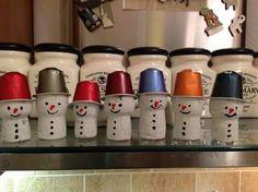 Sneeuwmannetjes van kurk en koffiecapsule