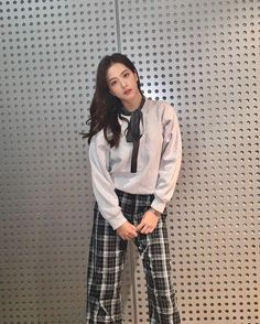 Image uploaded by aly. Find images and videos about kpop, blackpink and jisoo on We Heart It - the app to get lost in what you love. Blackpink Jisoo, Blackpink Fashion, Korean Fashion, South Korean Girls, Korean Girl Groups, Jennie Blackpink, Foto E Video, Rose, Kpop Girls