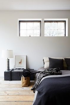 Minimalist bedroom w